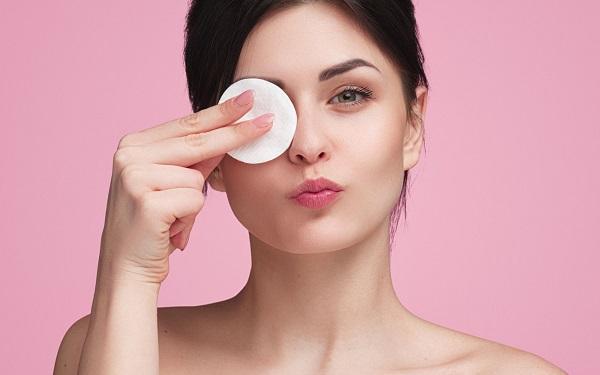Skóra alergiczna - charakterystyka. Jak pielęgnować alergiczną cerę?