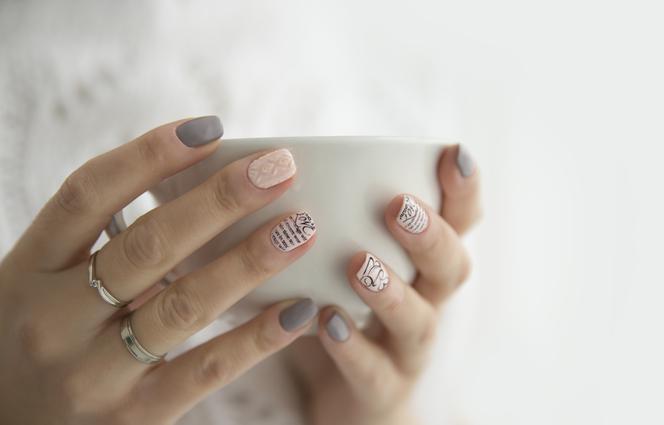 Paznokcie po hybrydzie: jak odbudować zniszczone paznokcie?