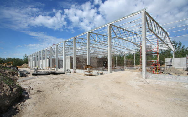 Co należy wziąć pod uwagę planując budowę hali?