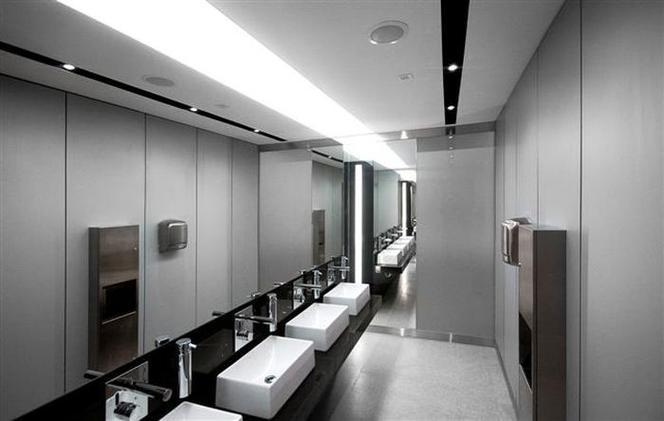 Jak dobierać odpowiednią armaturę sanitarną do funkcji budynku?